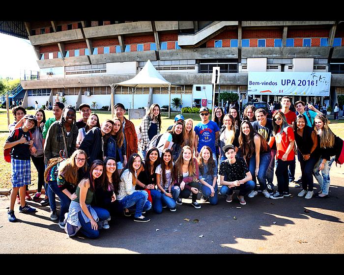 Dezenas de alunos do Colégio Carbonell visitam o campus da Unicamp