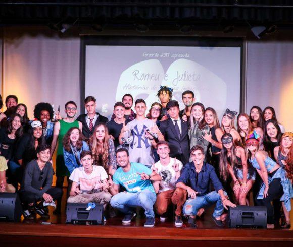 Poesia, música, dança e teatro: Terceirão realiza sarau no Colégio Carbonell