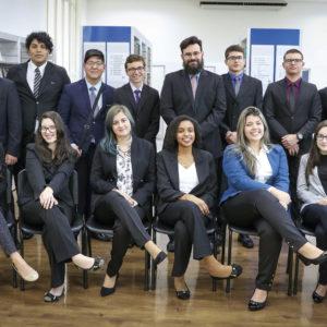 Delegação de alunos do Colégio Carbonell embarca para Brasília
