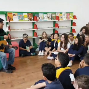 Alunos do Ensino Fundamental recebem visita do cordelista Costa Senna