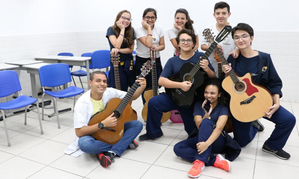 Clube do Violão: assista ao vídeo exclusivo de nossos jovens violonistas tocando U2