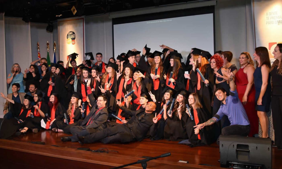 Alunos do Terceirão (Turma 2017) se despedem do Ensino Médio em formatura