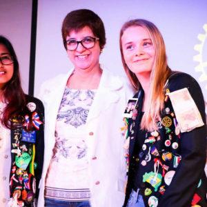 Palestra ao Ensino Médio: intercambistas apresentam culturas indiana e dinamarquesa