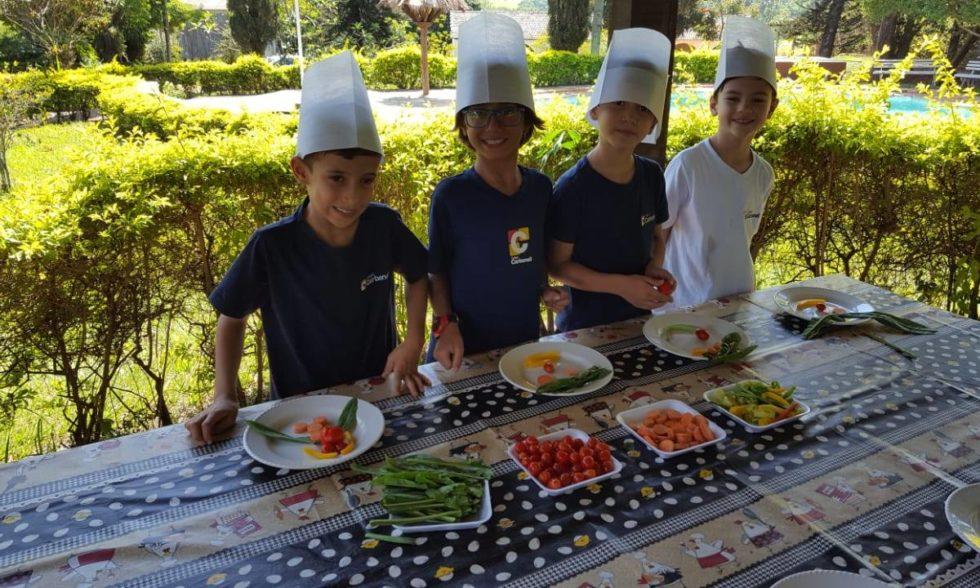 Grupo de alunos do Colégio Carbonell visita Fazenda Ituaú, em Salto/SP