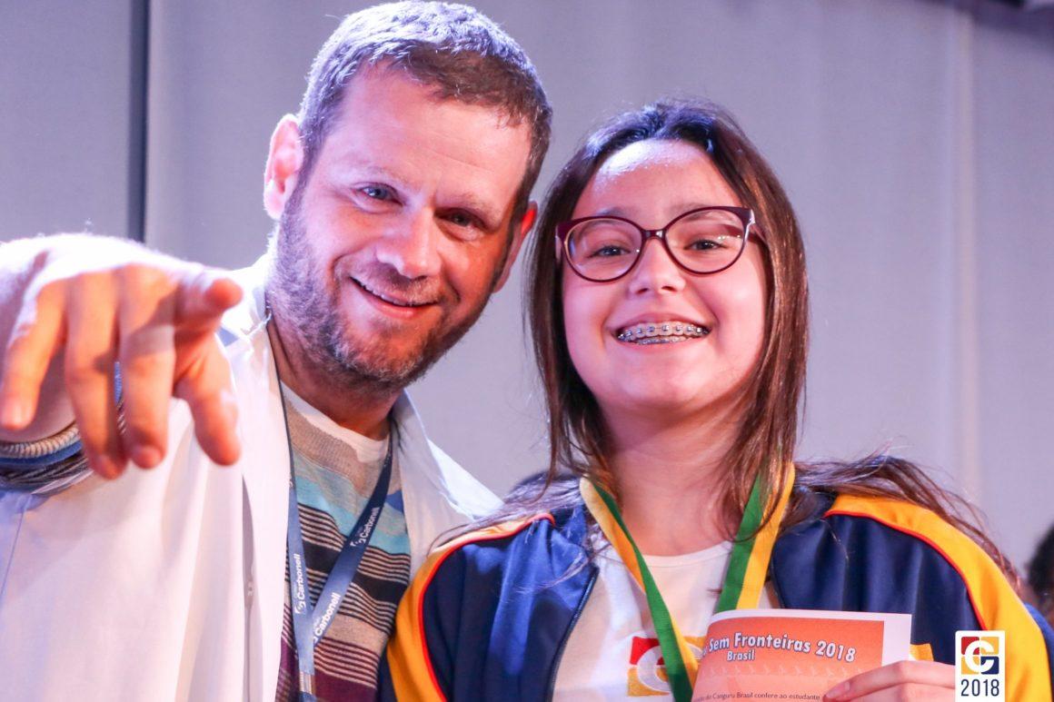 Conquistas: certificados de desempenho do 2º bimestre são entregues a estudantes