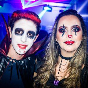 Semana do Halloween se inicia com o CarboNight em balada animadíssima e repleta de divertidas fantasias