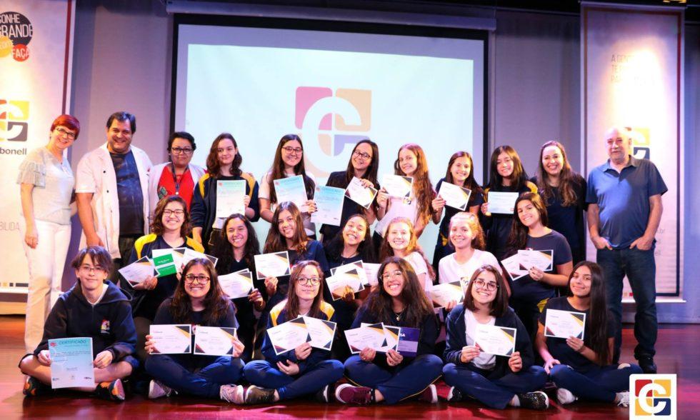 Ensino Forte: certificados de desempenho do 3º bimestre são entregues a estudantes