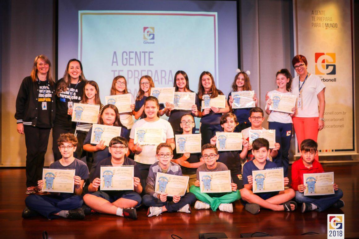 Estudantes de 5º e 9º anos recebem certificados internacionais do TOEFL Primary e TOEFL Junior