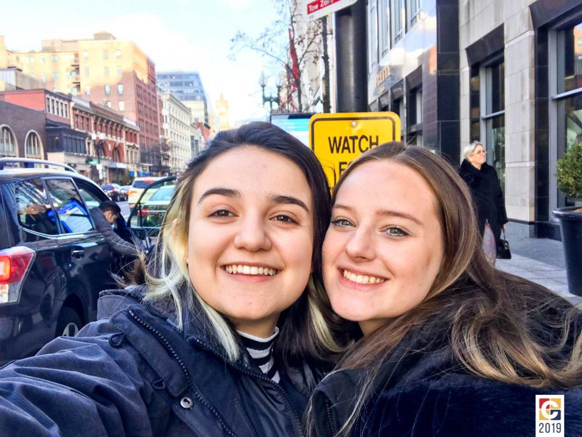 Ex-alunas do Colégio Carbonell participam de simulação estudantil em Harvard, nos Estados Unidos, e são premiadas