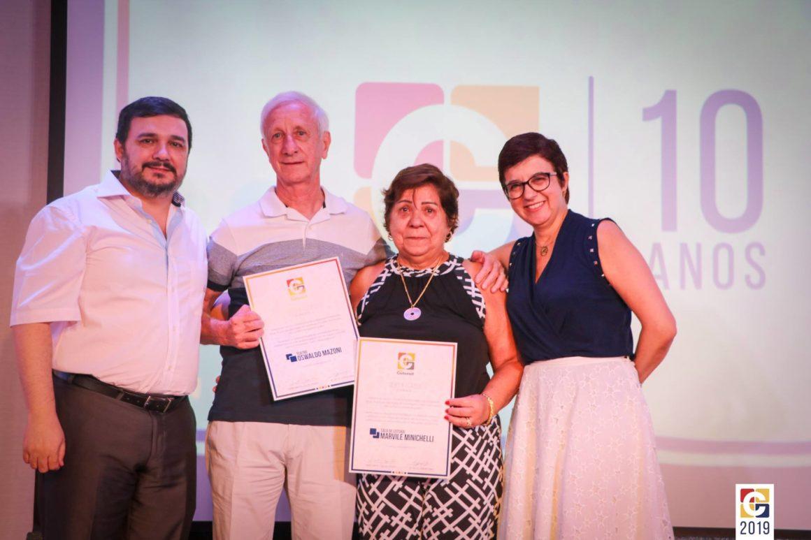 Colégio Carbonell comemora 10 anos de nova gestão com evento inesquecível; no palco, muitas homenagens