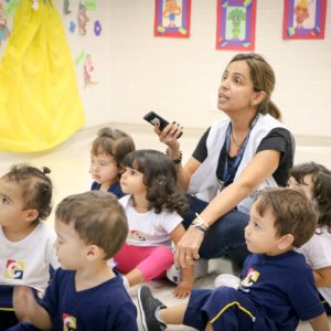 Carbonell oferece aulas de inglês ampliado a crianças de Educação Infantil a Ensino Médio; veja fotos