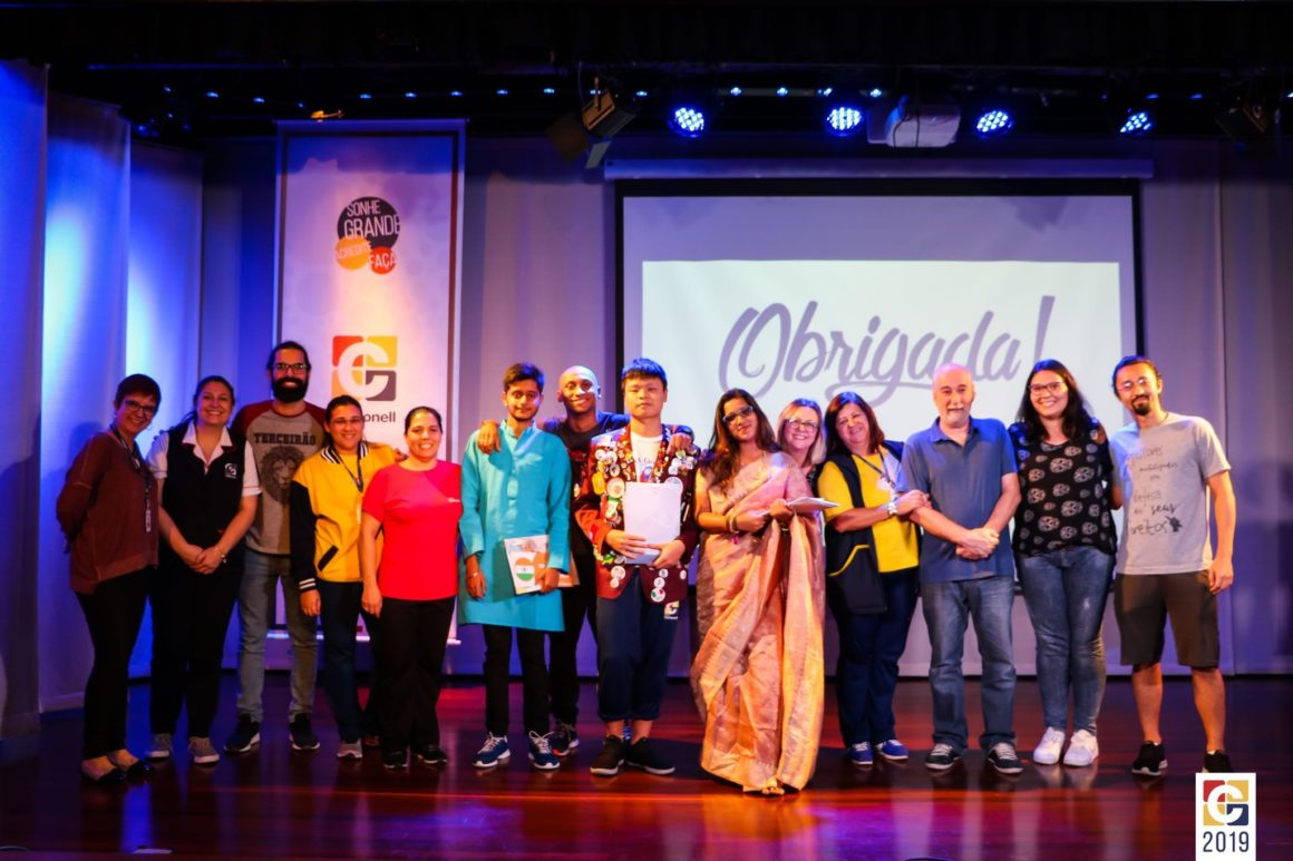 PELO MUNDO: Nossos queridos intercambistas se despendem do Colégio Carbonell e retornam para seu país de origem