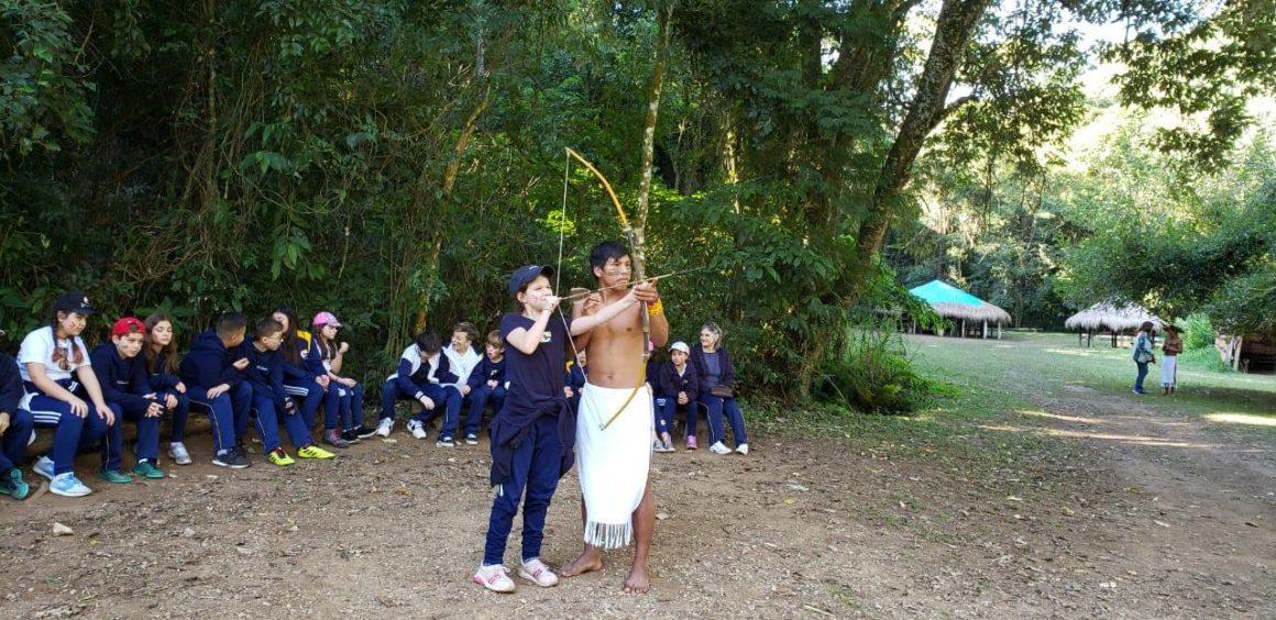 Passeio pedagógico: alunos do Fundamental interagem com culturas indígenas em visita ao Sítio do Sol
