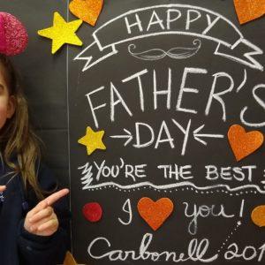 Dia dos Pais: nas aulas de inglês, alunos da Educação Infantil prepararam homenagem para os pais do Colégio Carbonell