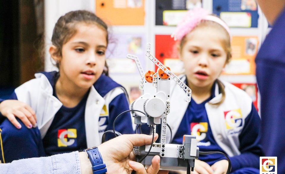 Robótica: no Colégio Carbonell, crianças têm contato com o universo do desenvolvimento tecnológico desde cedo