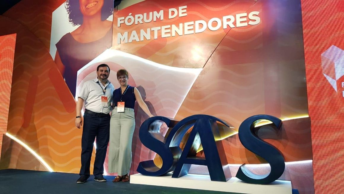 Capacitação: Andréa e Wilson Lourenço representam o Colégio Carbonell na edição 2019 do Fórum de Mantenedores SAS