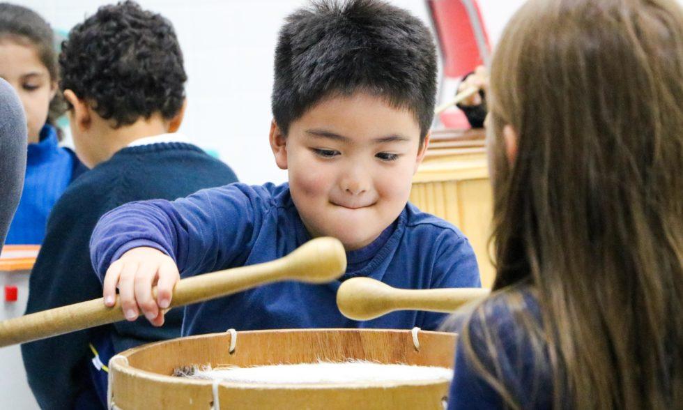 Solta o som! Aulas de música no Colégio Carbonell são repletas de aprendizado e diversão