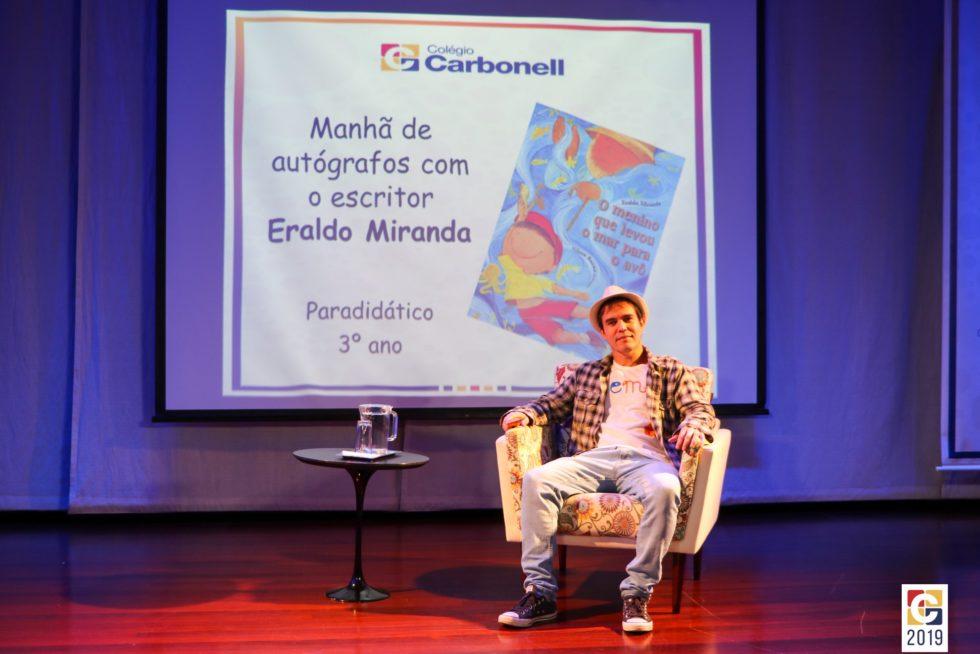 """Eraldo Miranda, autor do livro paradidático """"O menino que levou o mar para o avô"""", visita o Colégio Carbonell"""