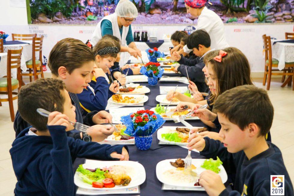 Pais/Responsáveis do Integral são convidados a conhecerem a rotina dos pequenos mais de perto em delicioso almoço