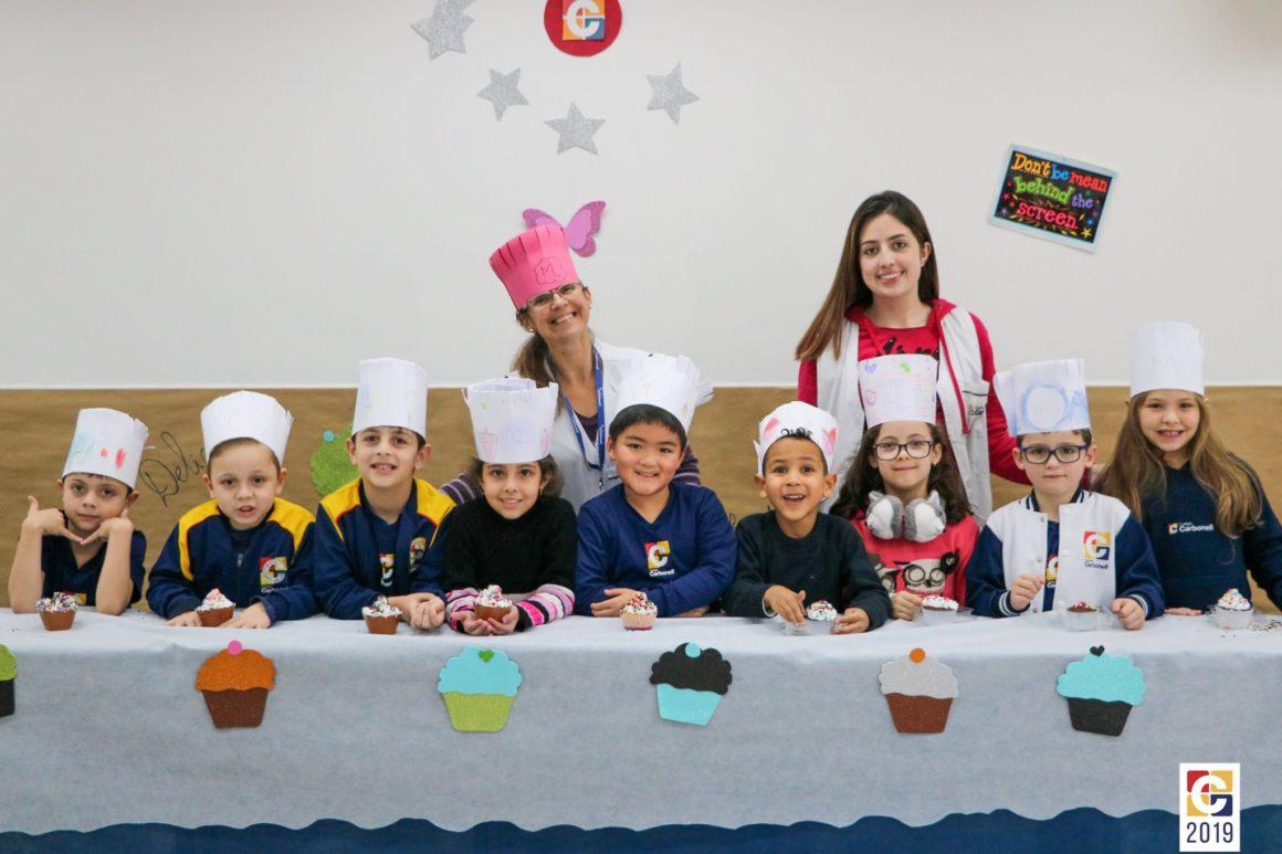 I can make cakes! Alunos dos primeiros anos preparam lindos e saborosos bolinhos durante as aulas de inglês