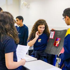 Inovação: estudantes de 8° ano aguçam o trabalho em equipe e apresentam projetos de ciências utilizando lapbooks