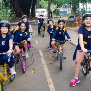 Em tarde muito divertida, crianças do Integral visitam a cidade mirim dedicada ao piloto Ayrton Senna