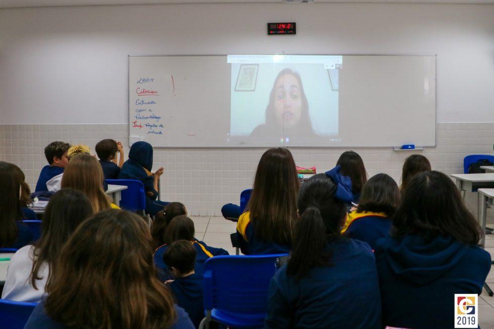 Inovação: através de videoconferência, alunos do 7° ano do Ensino Fundamental entrevistam paleontóloga