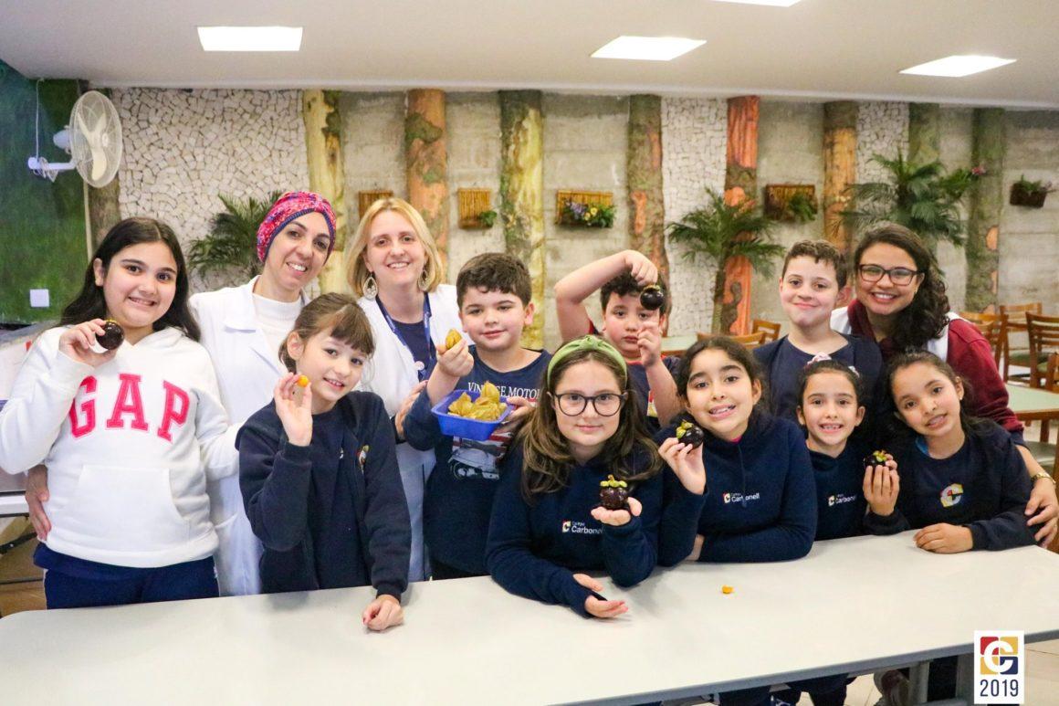 Mangostim e Phisalis: em sala de aula, crianças do Período Integral descobrem os sabores de frutas exóticas