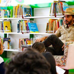 """Paulo Blumen,  autor do livro """"Terquídea e a Flor da Vida"""", visita crianças do Ensino Fundamental e autografa livros"""