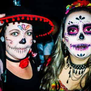 Carbonight: comemorações do Halloween se iniciam com festa para jovens do Ensino Fundemantal 2 e amigos