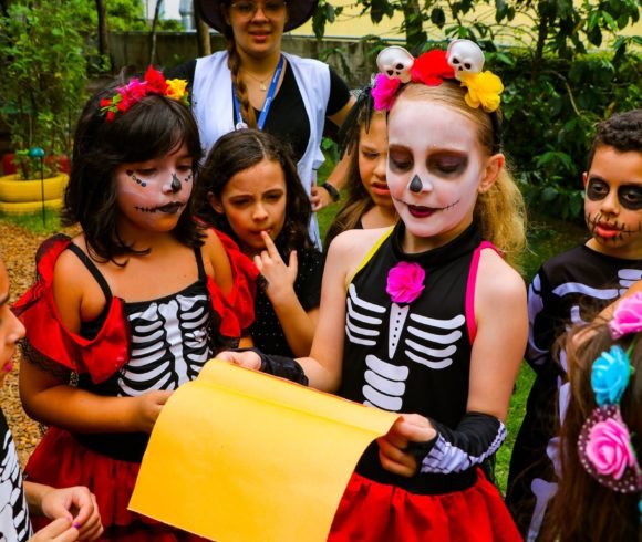 Com programação super animada, alunos participam de atividades em comemoração ao Halloween