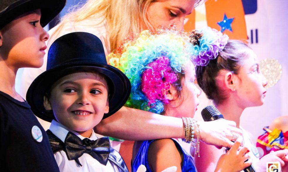 Festa do Livro movimenta centenas de espectadores no Teatro Oswaldo Mazoni; evento celebra a alfabetização