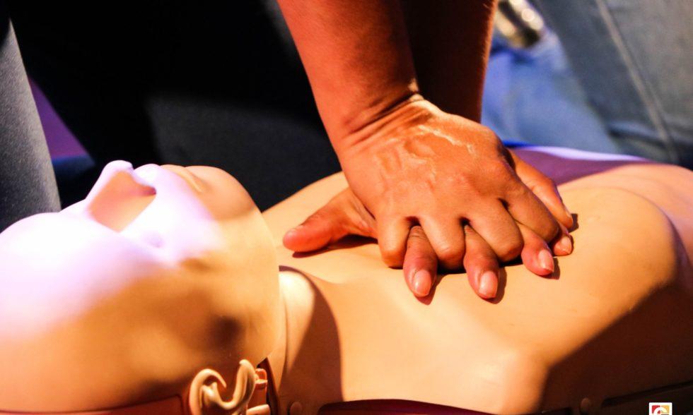 Em cumprimento à Lei Lucas, colaboradores do Colégio Carbonell recebem treinamento de primeiros socorros