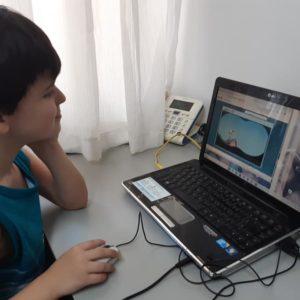 Dedicação em casa: mãe posta fotos de Daniel, aluno do 1° ano do Fundamental, em atividades durante quarentena