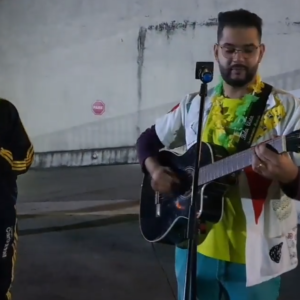 Luau da Educação Infantil: à noite, um show musical para crianças e famílias no Colégio Carbonell