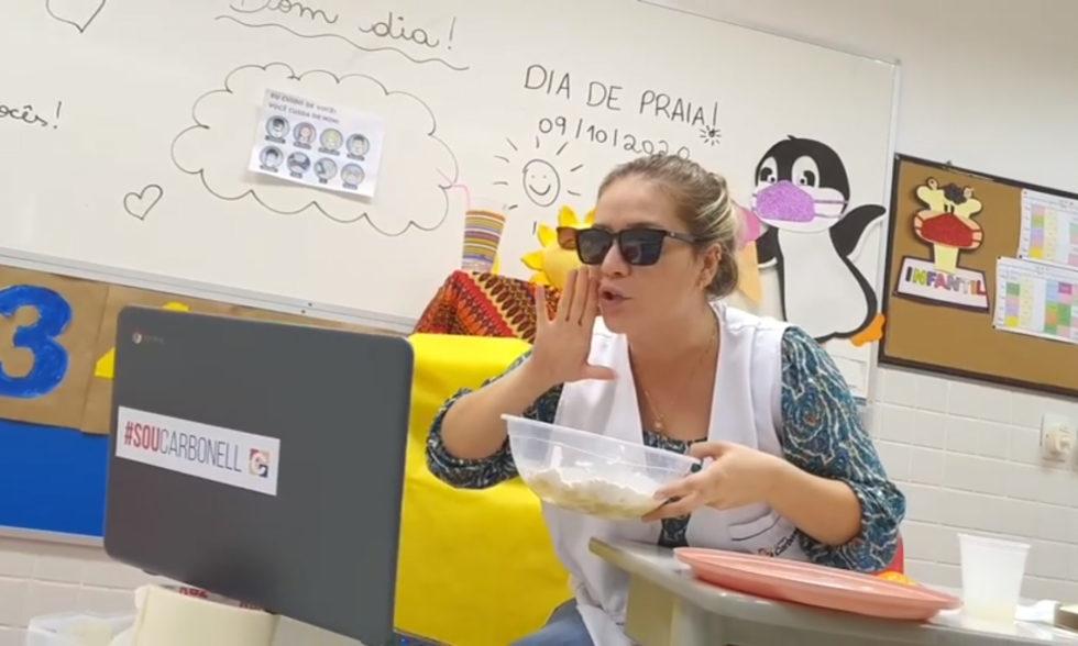 """""""Dia de Praia"""" virtual, com alunos em casa? No Colégio Carbonell, sempre há uma nova experiência!"""