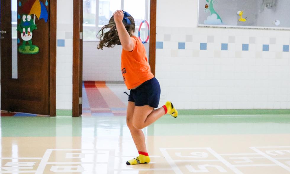 Em movimento: na Educação Infantil do Colégio Carbonell, brincar vai além de se divertir; saiba mais.