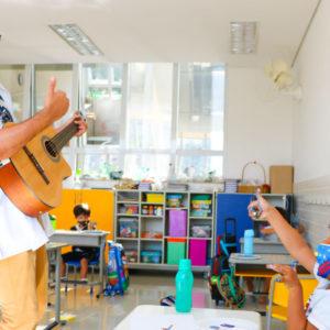 No retorno às aulas presenciais do Colégio Carbonell, sons e sorrisos dão o tom; veja álbum de fotos da Educação Infantil.
