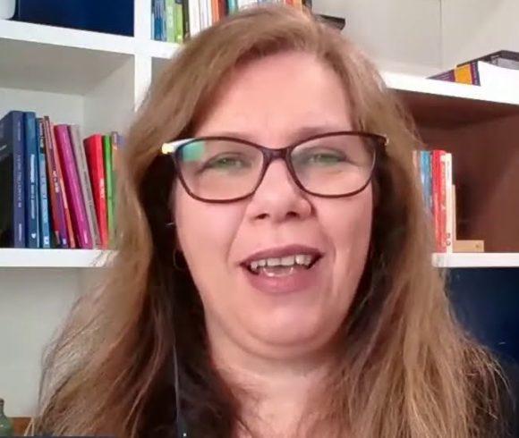 Em noite de capacitação, Lilian Bacich conversa com nossa equipe pedagógica sobre ensino híbrido.